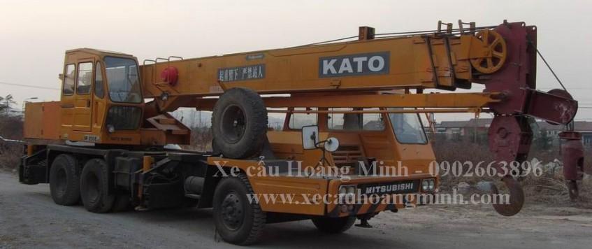 Xe cẩu chở hàng KCN Đông An