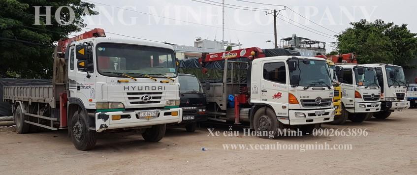 Xe cẩu chở hàng KCN Nam Đông Phú