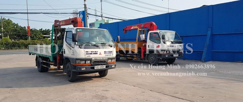 Xe cẩu chở hàng KCN Xuyên Á