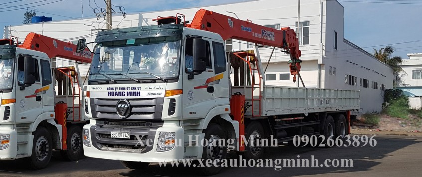 Xe cẩu chở hàng KCN Nhựt Chánh